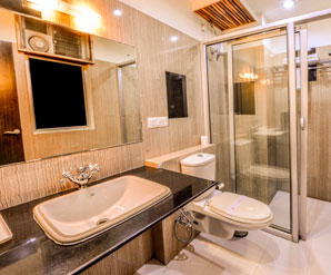 Beautiful Suite Room bathroom in Raghu Mahal