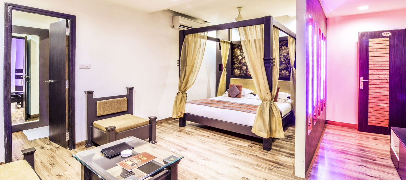 luxurious suite at Raghu Mahal Hotel